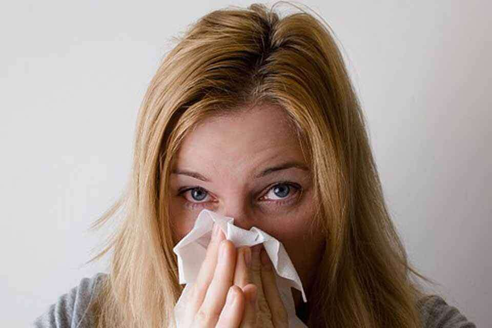 Allergiya - ko'zlarning yoshlanishi va burun oqishi